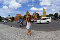 Primera parada, Wat Ounalom