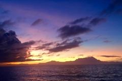 Un amanecer y en Monte Kinabalu